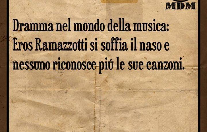 Eros Ramazzotti si soffia il naso