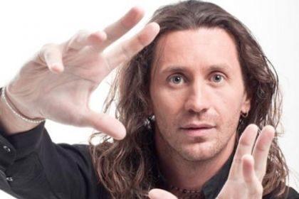 Povia è un Fabrizio Bracconeri che sa cantaNO NIENTE.