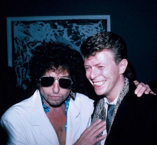David Bowie premiato ai Grammy. Credo che finirà come il Nobel a Bob Dylan.
