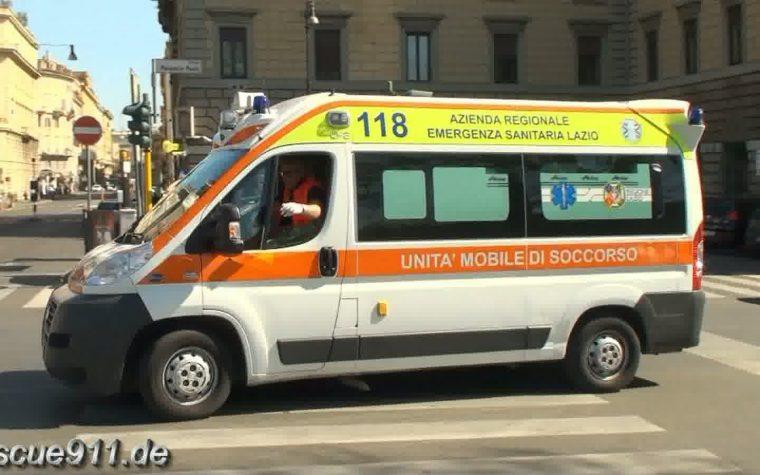 Automobilista accosta la macchina per far passare l'ambulanza ma era solo partita Giusy Ferreri alla radio.