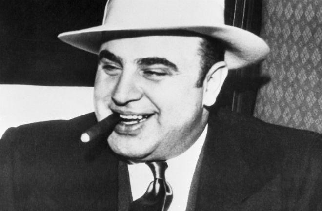Non riuscendo a incastrarlo per i suoi crimini efferati,lo incriminarono per evasione fiscale. Alla fine la storia di Al Capone è uguale a quella di Gigi D'Alessio.