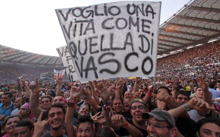 Con 220mila biglietti venduti, il concerto di Vasco Rossi a Modena, sarà il più grande ammasso di persone che non capiscono un cazzo di musica della storia.