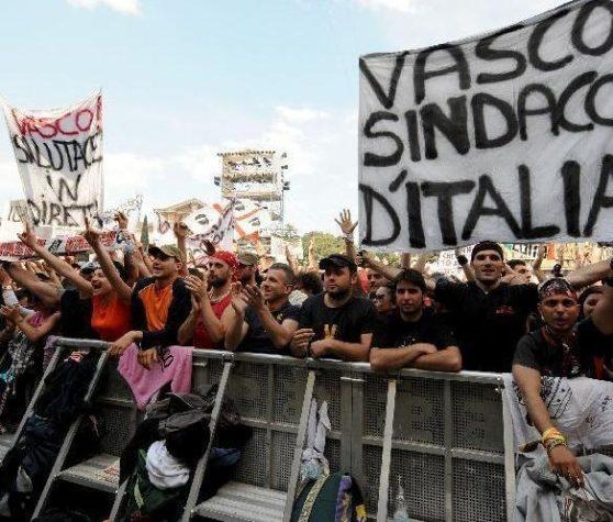 Per Modena Park, i fan di Vasco Rossi si sono attrezzati portandosi dietro le tende. Eccetto i migranti, che si sono portati dietro gli hotel.
