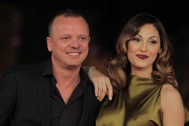 Anna Tatangelo e Gigi D'Alessio si lasciano. È una notizia che mi interesserebbe solo se fossero su un trapezio.