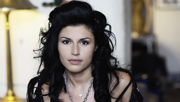 Anche Giusy Ferreri molestata sessualm… Ah no, sta solo cantando.
