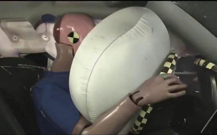 Inventato l'airbag che esplode se il passeggero inizia a cantare le canzoni dei Modà.