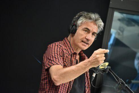 Quando sono in macchina e la radio passa Ligabue mi piace alzare a palla il volume del navigatore.