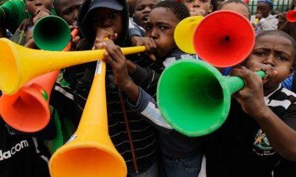 Eros Ramazzotti non è altro che una vuvuzela con le gambe.