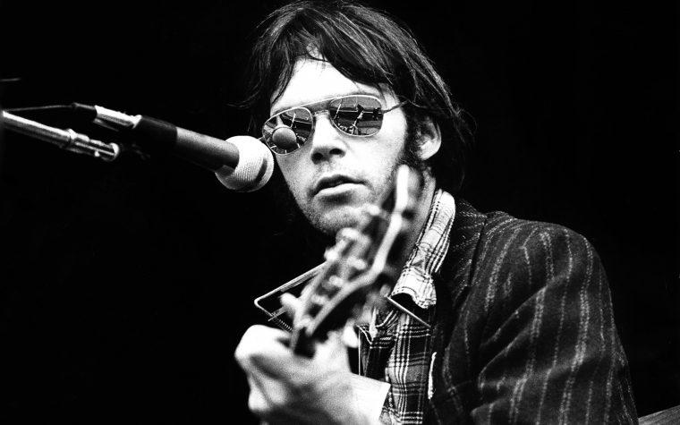 Certe notti la radio che passa Neil Young ha davvero capito che Ligabue ti fa cagare