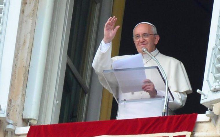 Anche a voi stamattina è sembrato strano vedere il Papa fare l'angelus senza Baglioni accanto?